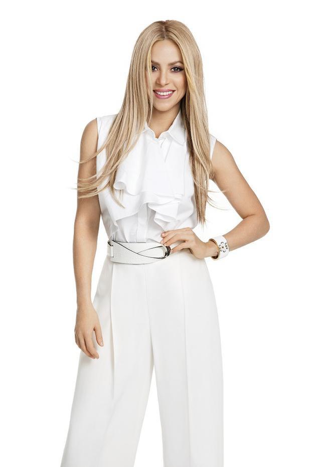 Ngoài việc sở hữu giọng ca nội lực, Shakira còn có một vóc dáng quyến rũ hút mắt. Trong khoản ăn mặc, người đẹp thường lựa chọn các thiết kế tinh giản, không có họa tiết.