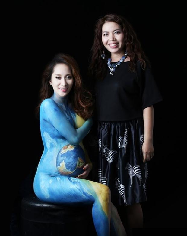 Họa sĩ Mỹ Hạnh và nữ Hoàng Dance Sport Khánh Thi với bức vẽ mang thông điệp bảo vệ môi trường