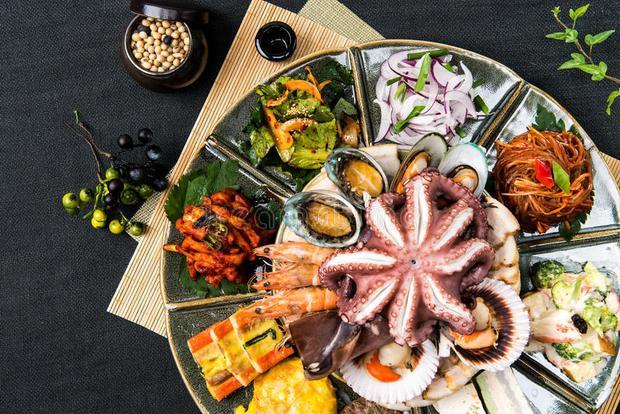 Ẩm thực Hàn Quốc là một trong những nền ẩm thực đa dạng bậc nhất thế giới.