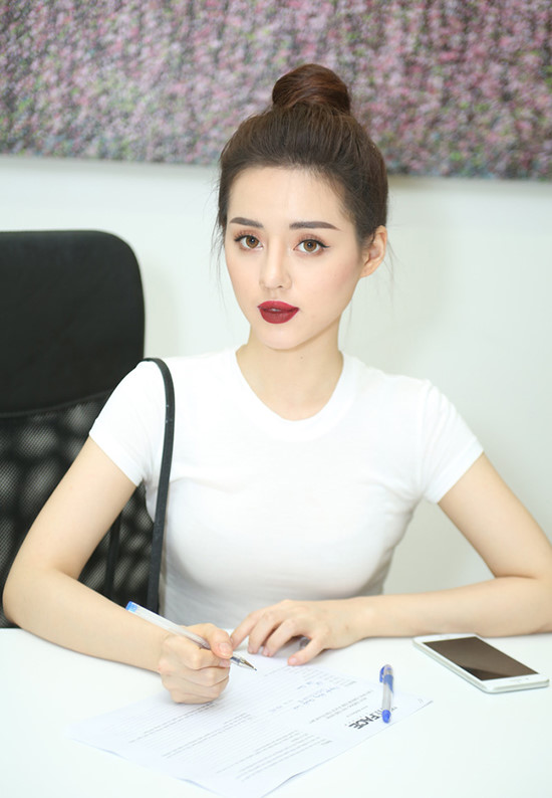 Khánh Linh The Face, cựu sinh viên của NEU.