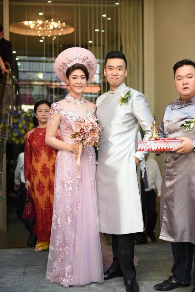 Đám cưới của vợ chồng Đông Phương diễn ra vào tháng 12/2016 trong sự chúc phúc của người thân, bạn bè.