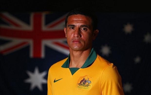 Tim Cahill đi vào lịch sử bóng đá Australia sau khi vào sân từ băng ghế dự bị.