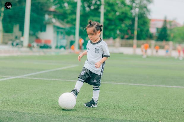 Thiên thần nhí đội tuyển Đức' trên sân bóng đang khiến cộng đồng mạng chao đảo