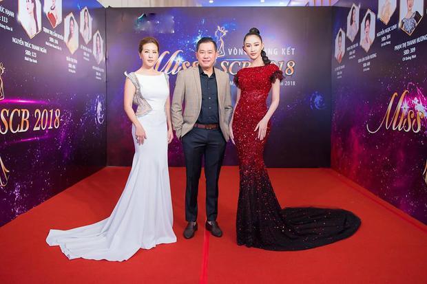 Hoa hậu quý bà Thu Hoài cũng có mặt tại sự kiện.