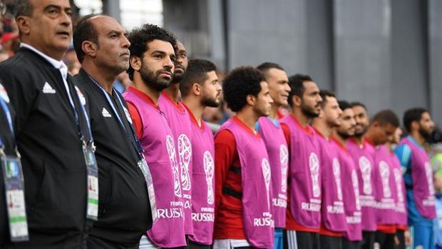 Mohamed Salah ngồi dự bị trong trận Ai Cập để thua Uruguay 1-0.