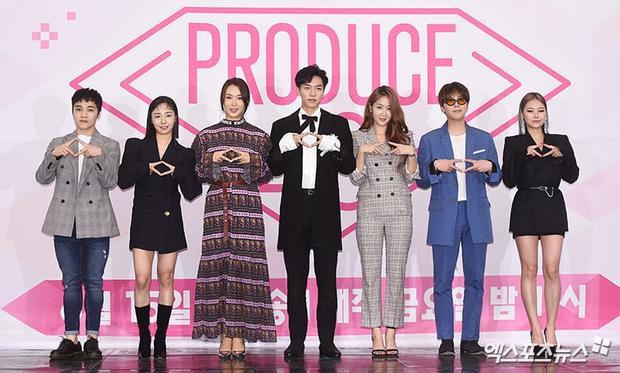 """Đại diện các nhà sản xuất quốc dân Lee Seung Gi và dàn HLV """"khủng"""" của chương trình."""