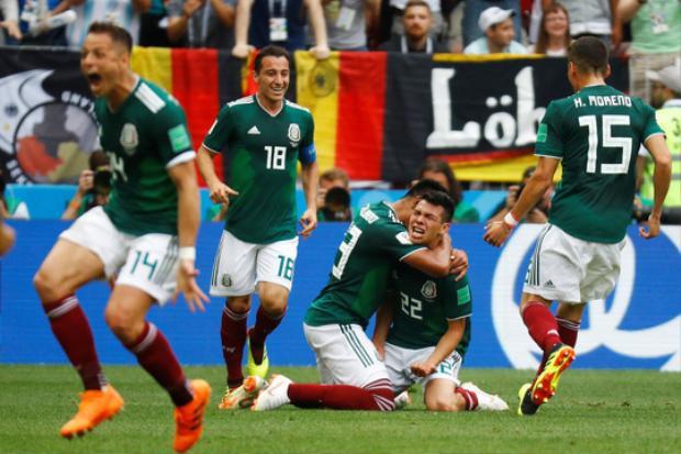 Hirving Lozano vỡ òa sau khi ghi bàn cho Mexico.