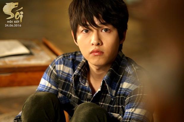 Sau đám cưới, Song Joong Ki lần đầu trở lại màn ảnh rộng, tái hợp với đạo diễn Cậu bé người sói
