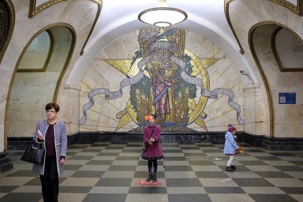 Ga Novoslobodskaya - một trong những trạm được người dân Moscow và khách du lịch yêu thích nhất.
