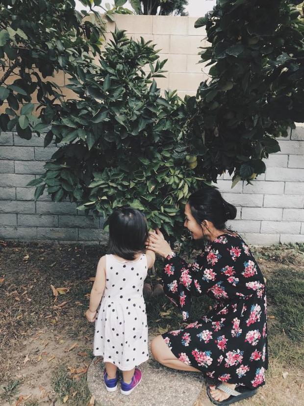 Nữ diễn viên truyền cho con tình yêu thiên nhiên qua khu vườn nhỏ bên các loại cây trái quê hương.