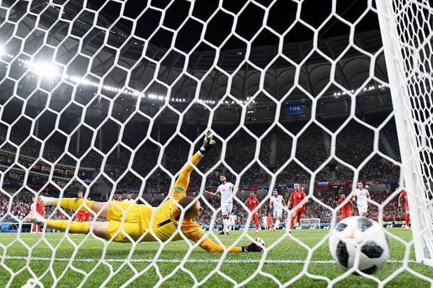 Nhưng sau đó tuyển Anh bị gỡ hòa trên chấm phạt đền. Ảnh: FIFA