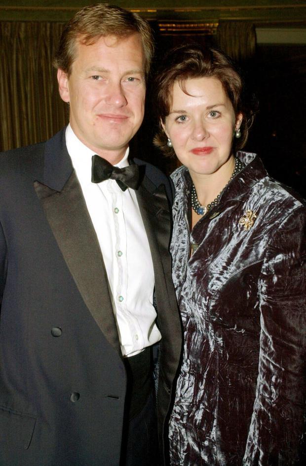 Lord Ivar Mountbatten và vợ cũ Lady Penny Mountbatten chụp vào năm 2000.
