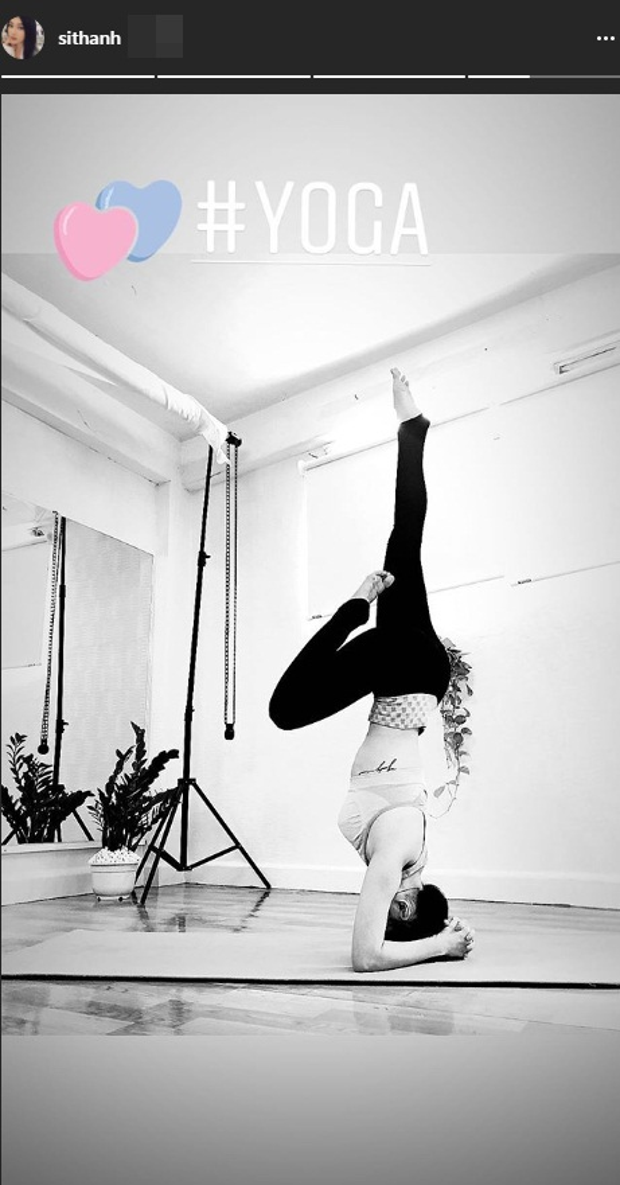 Sĩ Thanh chăm chỉ tập luyện yoga để có vóc dáng chuẩn.