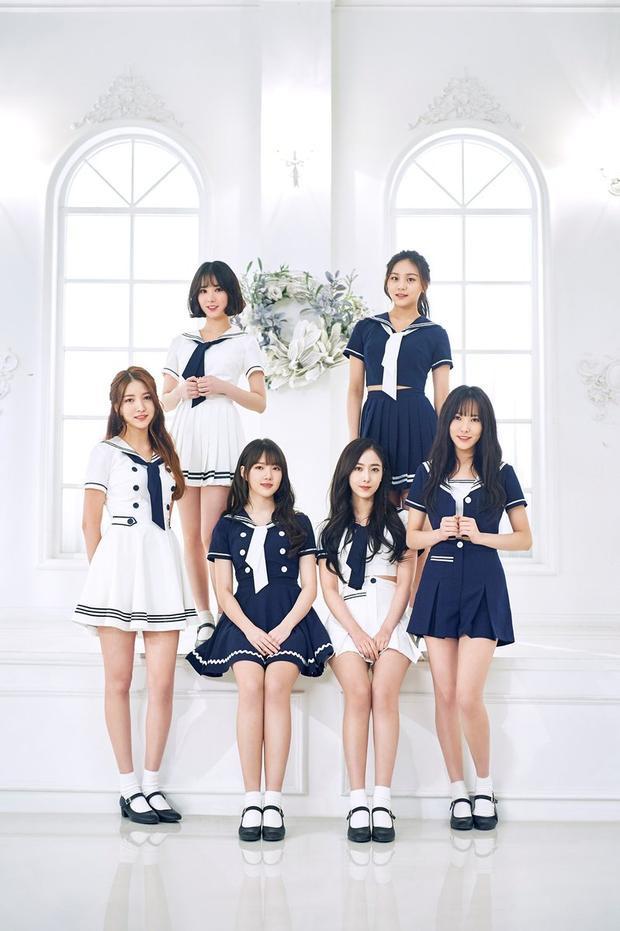 Album tiếng Nhật đầu tiên của nhóm là GFRIEND 1st BEST đạt lượng tiêu thụ 13 157 bản trong tuần đầu tiên - một con số khá ấn tượng cho tân binh.