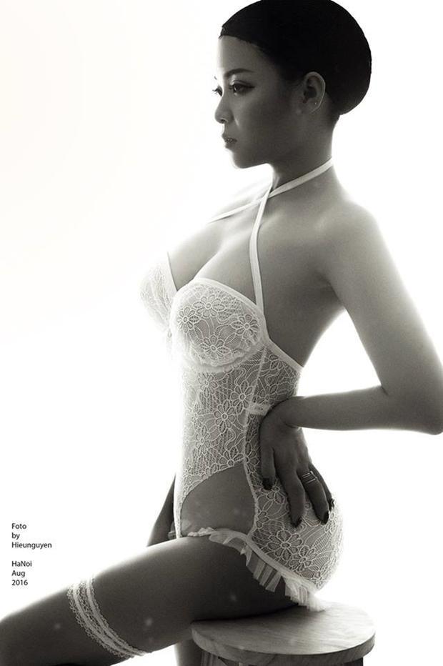 Hot girl My Lo nữ cổ động viên của tuyển Ai Cập chọn cho mình trang phục ren gợi cảm cùng kiểu tóc cá tính.