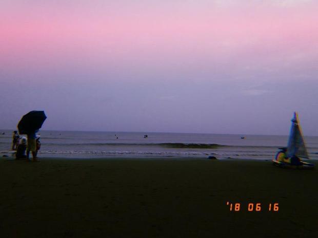 """""""Khuyên thật lòng nên đi biển Sầm Sơn vào buổi sáng, vắng vẻ yên tĩnh hơn nhiều"""" (Lưu Hằng)"""