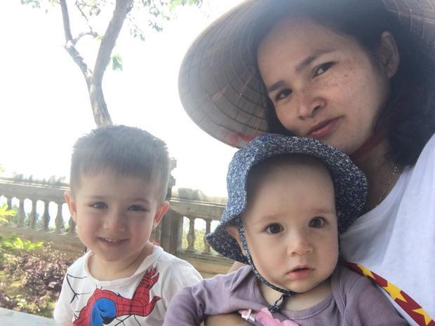 Cô Nguyễn Thanh từng là giảng viên Đại học Ngoại ngữ - Đại học Quốc gia Hà Nội. Hiện cô đang sinh sống cùng chồng và hai con tại Bỉ. Trên trang cá nhân của mình, thi thoảng cô giáo người Việt lại khoe những hình ảnh về khu vườn nhỏ xinh của mình.