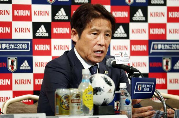 HLV Akira Nishino của ĐT Nhật Bản.