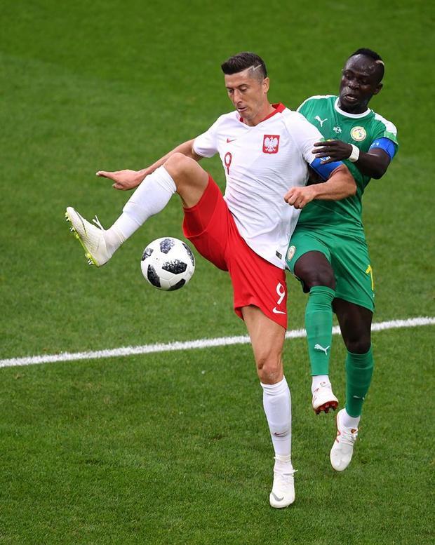 """Lewandowski """"tắt điện"""" trong suốt cả trận đấu. Ảnh: FIFA"""