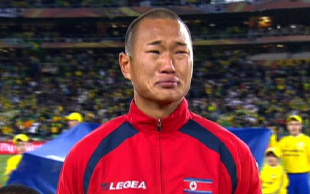 Jong Tae-se bật khóc trong trước trận đấu gặp Brazil năm 2014. Ảnh: Abc.net.au.