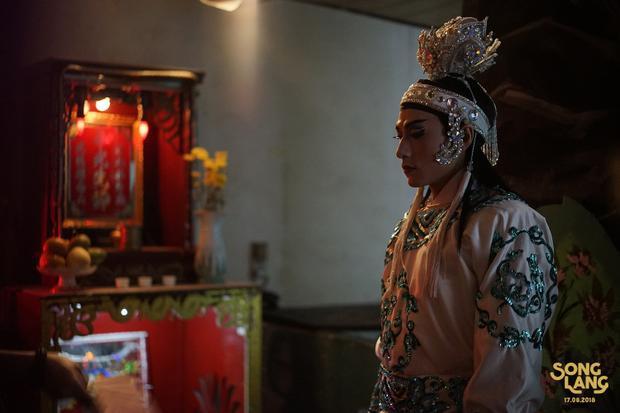 Teaser phim Song Lang gây choáng váng với Isaac trong tạo hình kép cải lương Linh Phụng