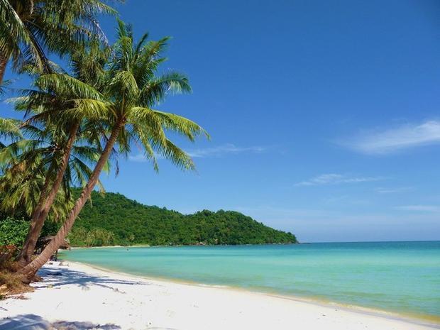 Bãi Dài, Phú Quốc, Việt Nam: Đảo Phú Quốc là một địa chỉ khác của Việt Nam nổi tiếng về các bãi biển và phong cảnh thiên nhiên. Đặc biệt Bãi Dài là nơi có bờ cát trắng mịn và nước biển xanh trong như ngọc. Bãi biển này cũng tập trung những resort đẳng cấp, trang bị bể bơi lớn và phòng đẹp phù hợp cho các gia đình muốn tìm kỳ nghỉ riêng tư.