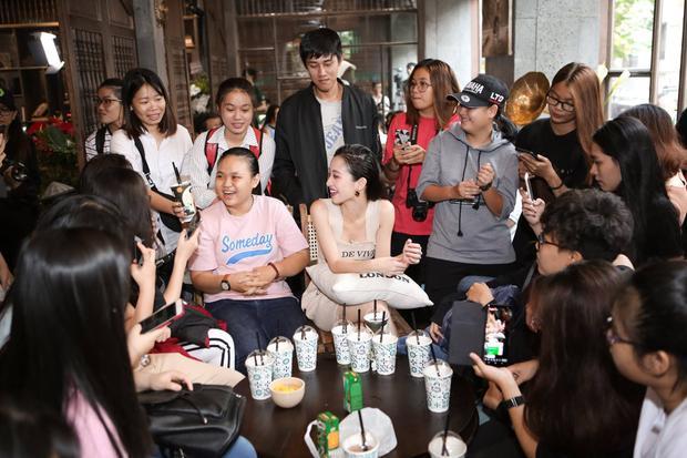 Jun Vũ luôn có fan bên cạnh.