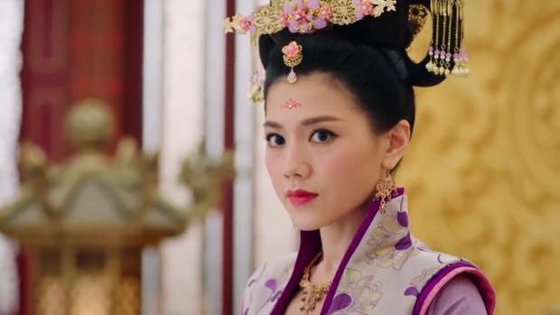 Sự lương thiện của Trịnh Chiêu Nghi khiến nàng nhiều phen bị hãm hại bởi Hoàng hậu cũng như khiến Lý Long Cơ hiểu lầm nàng là tai mắt của Thái Bình công chúa