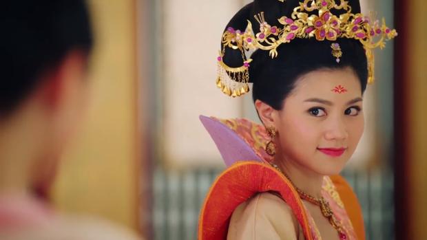 """Cho đến tập 26 """"Thâm Cung kế"""", Trịnh Chiêu Nghi của Châu Tú Na vẫn là một cô nương đơn thuần, trong sáng, dễ thương và cũng hay giúp người - một đức tính khá giống với Lưu Tam Hảo"""