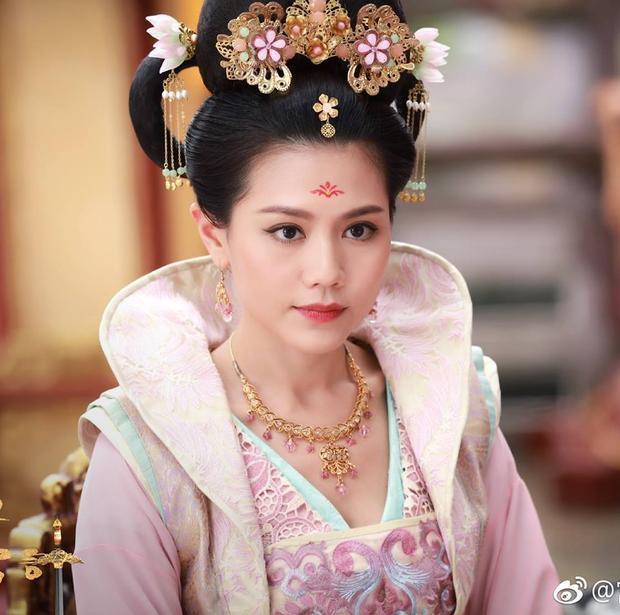 """Liệu Trịnh Chiêu Nghi có dần dần """"hắc hóa"""" sau bao lần bị Hoàng hậu Vương Trân giở thủ đoạn?"""