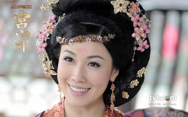 """Vạn Bảo Hiền/ Hiền phi của Lý Thi Hoa trong """"Cung tâm kế"""" là con gái một tướng quân Đường triều và là nghĩa nữ của gian thần Mã Nguyên Chí"""