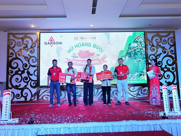 Danh hiệu Nữ hoàng bưởi đầu tiên ở ĐBSCL được trao cho bà Phan Thị Trơn ở Giồng Trôm (Bến Tre). Ảnh: QM.