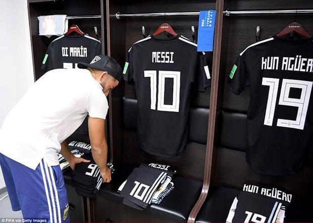Góc phòng thay đồ của ĐT Argentina trước trận đấu với Iceland.