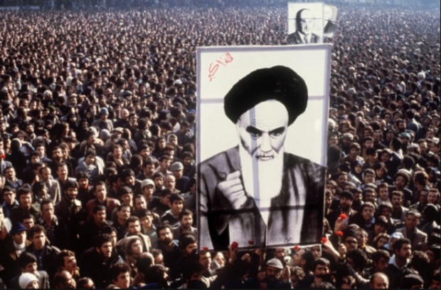 Người Iran biểu tình ủng hộ lãnh tụ Hồi giáo Ruhollah Khomeini.