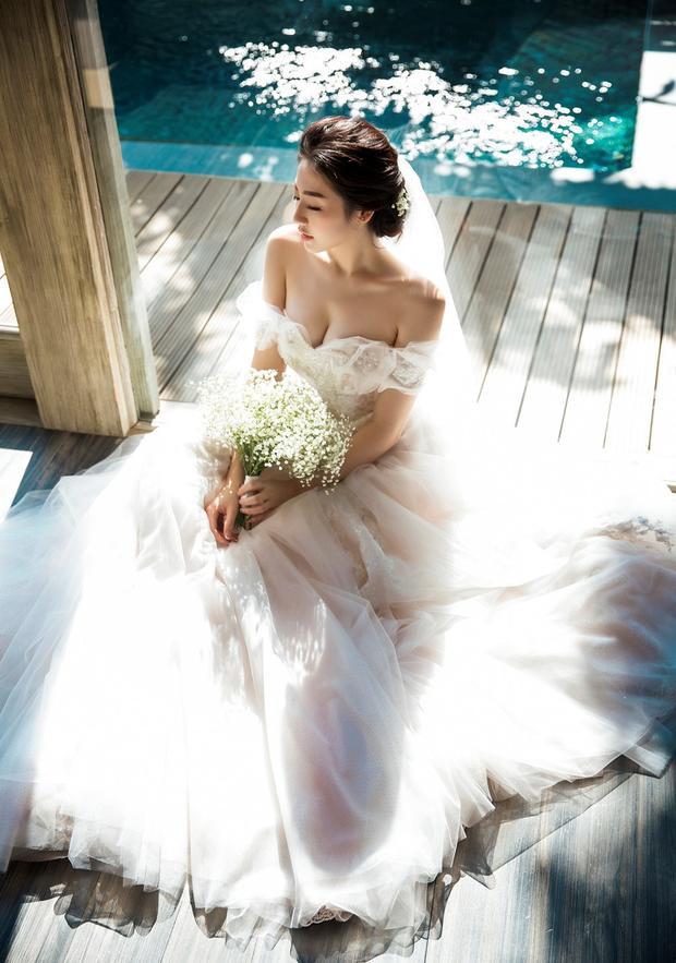 Tú Anh vô cùng xinh đẹp trong trang phục cô dâu.