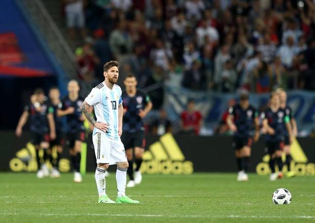 Nỗi buồn của Messi sau thất bại trước Croatia. Ảnh: FIFA
