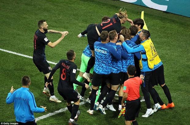 Cầu thủ Croatia vui như mở hội sau trận thắng 3-0 trước Argentina. Ảnh: FIFA.