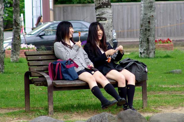 Các trường học ở Nhật thực sự nên chú trọng nhiều hơn vấn đề giáo dục giới tính và dạy về quan hệ tình dục an toàn cho học sinh. (Ảnh minh họa)