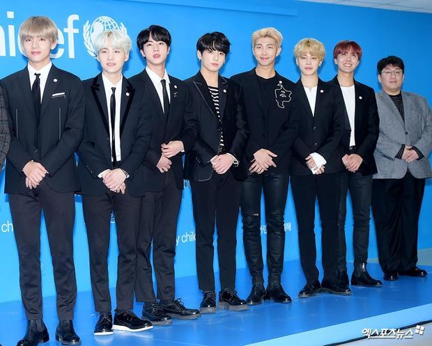 BTS thành công như hiện tại một phần nhờ vào sự cố gắng của các anh chàng, phần còn lại nhờ công ty Big Hit đã chọn đúng đường, đi đúng hướng. Vì thế mà chủ tịch công ty quản lí của boygroup này - Bang Shi Hyuk đã đứng hạng 3.