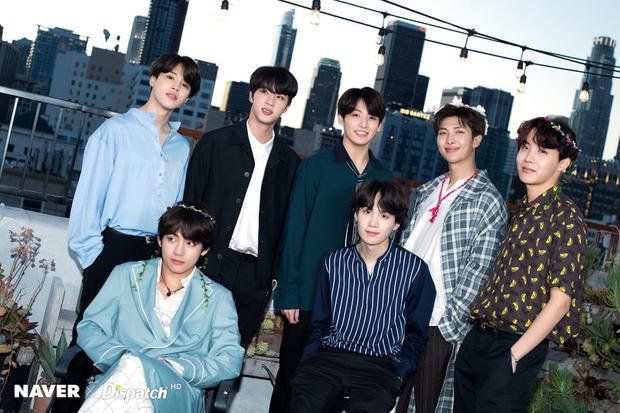 """Vị trí đầu thuộc về BTS và 7 anh chàng hoàn toàn xứng đáng với vị trí này. Không chỉ """"oanh tạc"""" tại quê nhà, BTS còn là ngôi sao Kpop hiếm hoi thành công ở trời Tây, chứng minh được sự đa dạng trong phong cách âm nhạc của nhóm."""