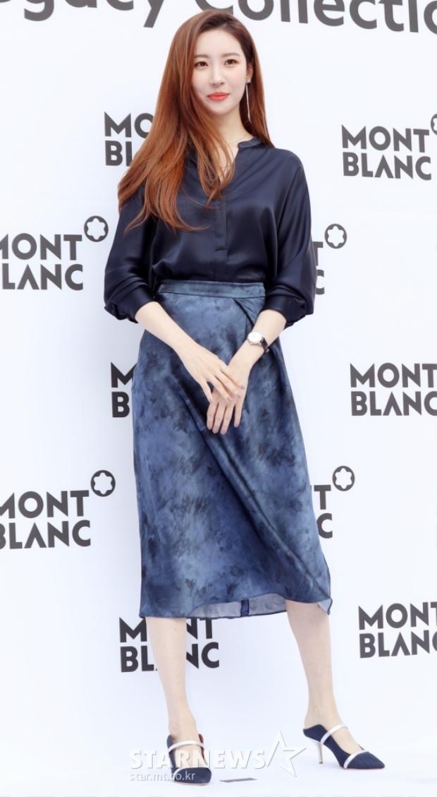 Nữ ca sĩ Sun Mi (cựu thành viên Wonder Girls) vẫn xinh đẹp, quyến rũ trong bộ trang phục công sở giản dị.