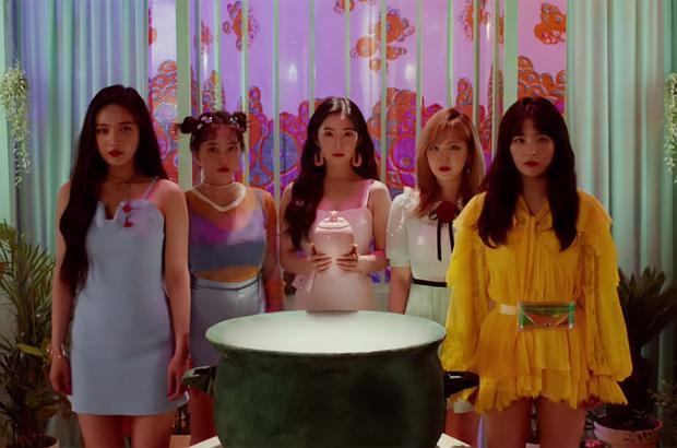 Sau 24h phát hành, MV của Red Velvet đã đạt 3,382,003 triệu view.