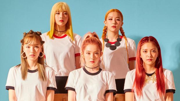 Các cô gái liên tục lăng xê kiểu trang điểm này. Với Russian Roulette (2016), Red Velvet lại hóa thân thành những búp bê xinh đẹp.