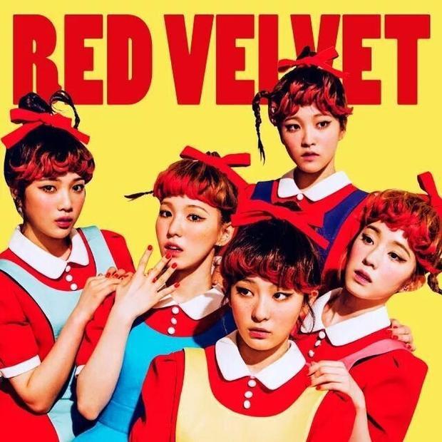 Tạo hình búp bê má tàn nhang của Red Velvet trong 'Dumb dumb' phát hành năm 2015.