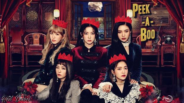 Red Velvet vẫn theo concept búp bê nhưng phảng phất không khí kinh dị với Peek A Boo (2017).