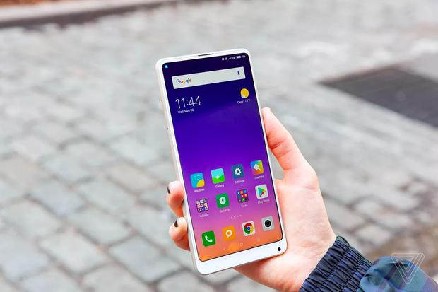 4 smartphone độc nhất vô nhị của làng di động nửa đầu năm 2018