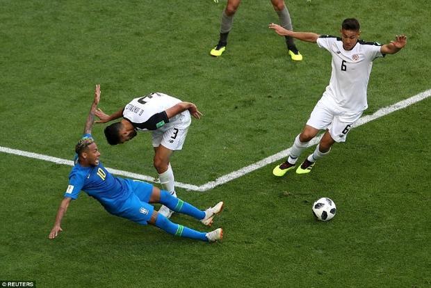 Neymar bị công nghệ VAR từ chối quả 11m. Ảnh: Reuters.