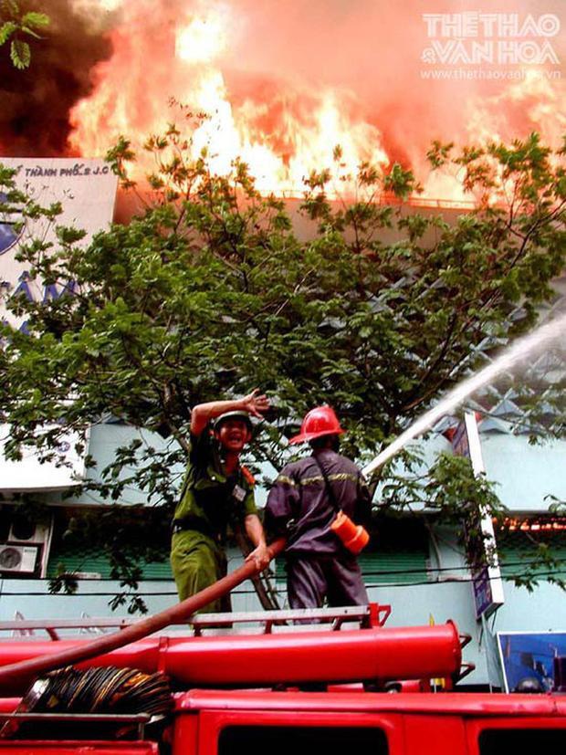 Họ đã đi ngược vào miệng lửa chỉ để giành giật lại sự sống nào đó của người dân.