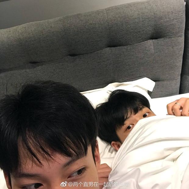 Dân mạng lại soi được một cặp đôi đồng tính nam siêu dễ thương và cuồng nhiệt đến từ Trung Quốc