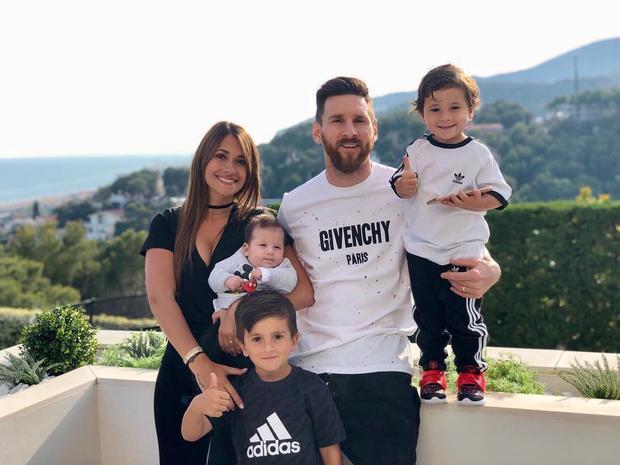 Gia đình hạnh phúc của cầu thủ số 1 thế giới.
